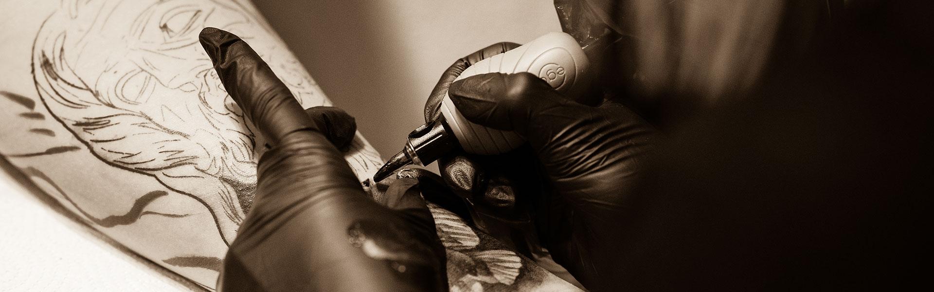 Venlig Hilsen – Din Tatovør